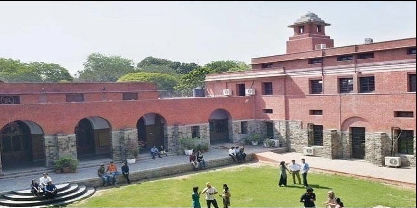 Delhi University starts its first fully online admission process