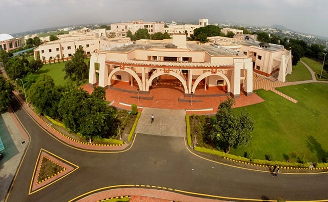 IIM Indore, UP Police Sign MoU For Effective Traffic And Crowd Management