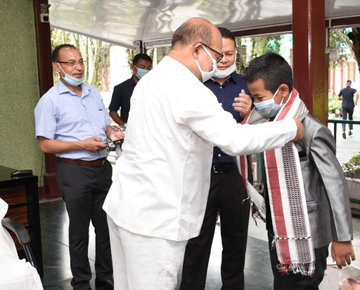 Manipur CM facilitates the youngest student to pass Manipur HSLC exam
