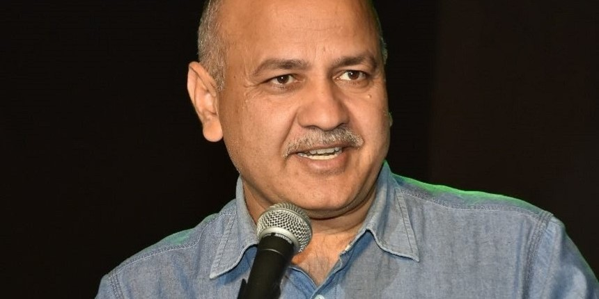 Manish Sisodia gives cheques for Rs 48.14 Cr to 6,820 students pursuing higher education