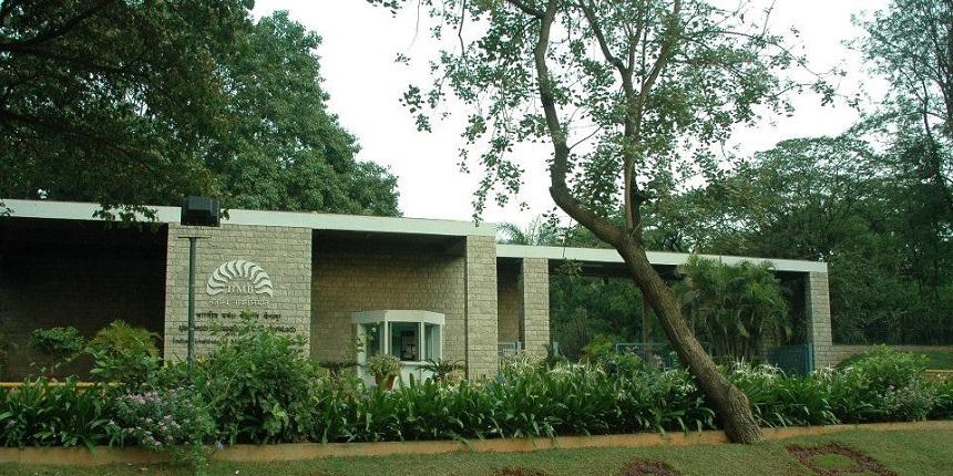IIM Bangalore alumni raise funds to name classroom after marketing professor