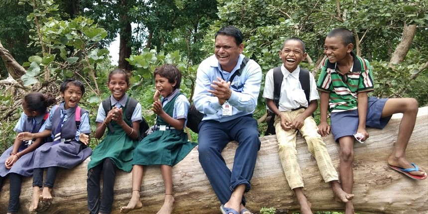 Maharashtra teacher awarded for educating students in remotest areas