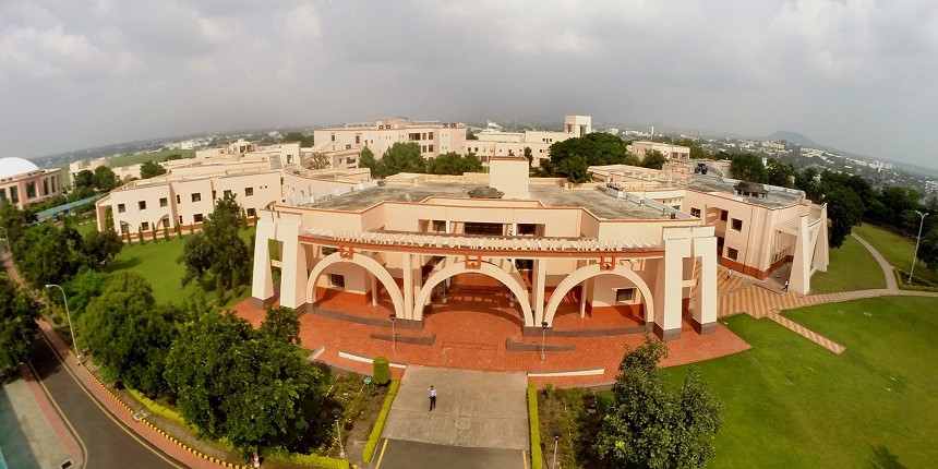 IIM Indore signs agreement to develop Kanpur under the 'Smart City' initiative