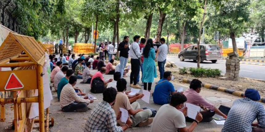 Engineering teachers continue to protest demanding permanent jobs
