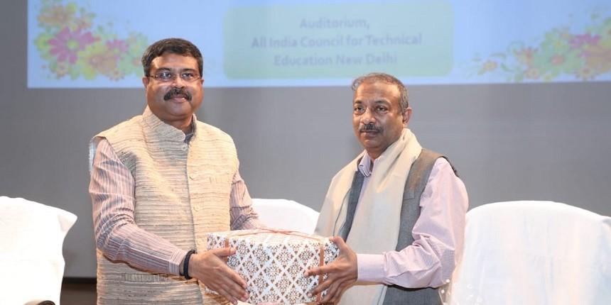 Amit Khare superannuates from MoE; K Sanjay Murthy to be new higher education secretary