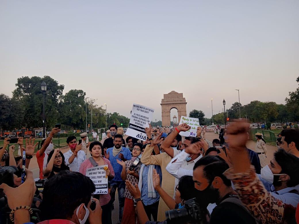 JNU-students-protest-Delhi-India%20Gate