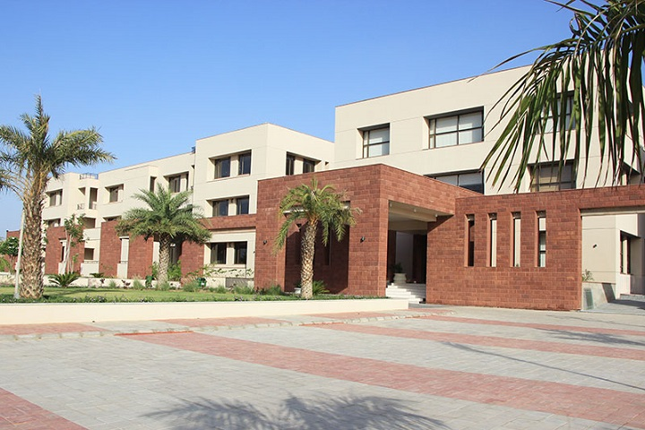 https://cache.careers360.mobi/media/colleges/social-media/media-gallery/10092/2019/4/8/Campus View of Shri Ratanlal Kanwarlal Patni Girls College Ajmer_Campus-view.jpg