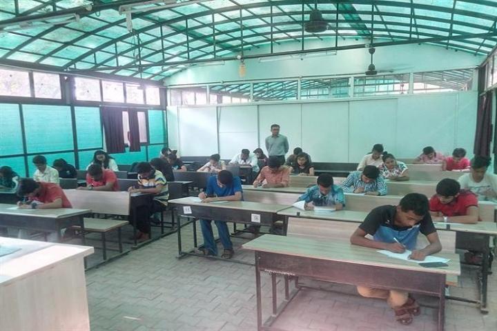 https://cache.careers360.mobi/media/colleges/social-media/media-gallery/1011/2018/2/17/Raksha-Shakti-University-Ahmedabad13.jpg