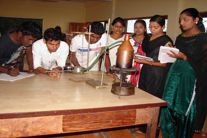 https://cache.careers360.mobi/media/colleges/social-media/media-gallery/10227/2019/4/23/Physics Laboratory of Jawaharlal Nehru Rajkeeya Mahavidyalaya Port Blair_Laboratory.JPG