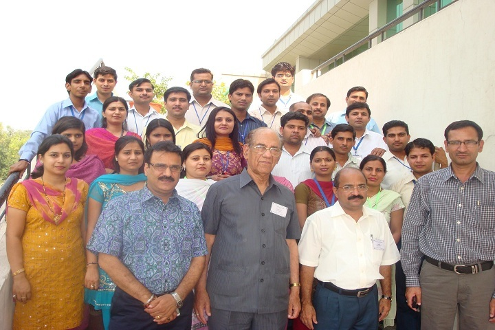 https://cache.careers360.mobi/media/colleges/social-media/media-gallery/10369/2019/2/22/Group picture of Ch Devi Lal College of Education Yamuna Nagar_Others.jpg