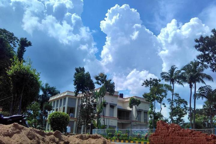 https://cache.careers360.mobi/media/colleges/social-media/media-gallery/1042/2019/1/7/Side view of Rabindra Bharati University Kolkata_Campus-view.jpg