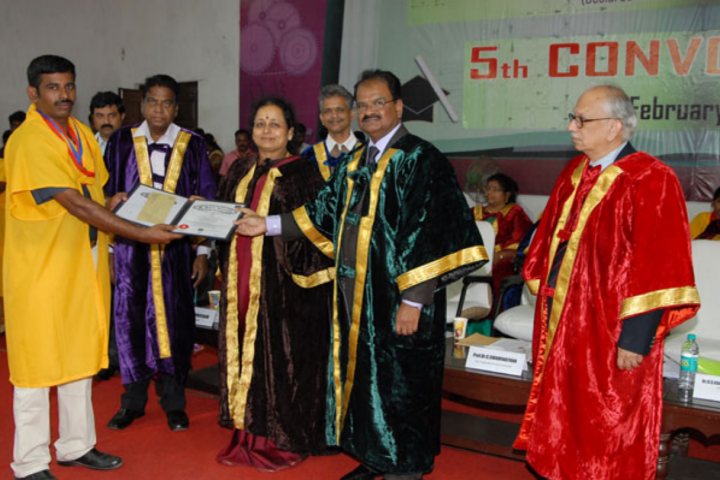 https://cache.careers360.mobi/media/colleges/social-media/media-gallery/1089/2017/10/6/St-Peters-University-Chennai1.png