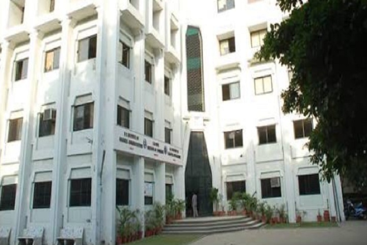 https://cache.careers360.mobi/media/colleges/social-media/media-gallery/10899/2020/3/4/Campus view of SM Patel Institute of Commerce Ahmedabad_Campus-View.jpg