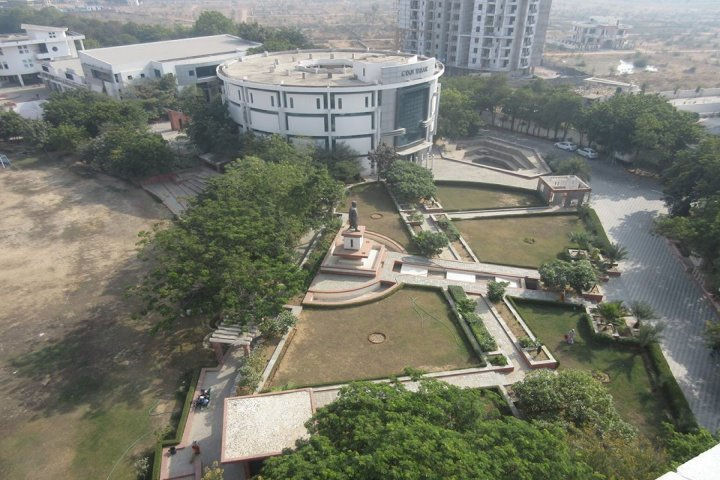 https://cache.careers360.mobi/media/colleges/social-media/media-gallery/1090/2019/7/8/Whole University  view of Suresh Gyan Vihar University Jaipur_Campus-view.jpg