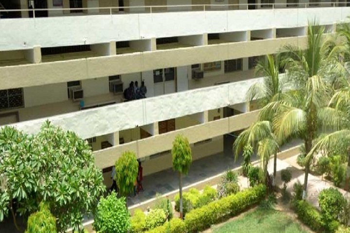 https://cache.careers360.mobi/media/colleges/social-media/media-gallery/10960/2020/3/4/Campus view of MB Patel Science College Anand_Campus-View_1.jpg