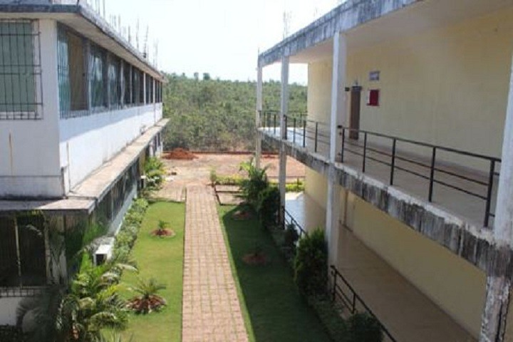 https://cache.careers360.mobi/media/colleges/social-media/media-gallery/11001/2019/3/7/Campus Building View of Yashwantrao Bhonsale Polytechnic Sawantwadi_Campus-View.JPG