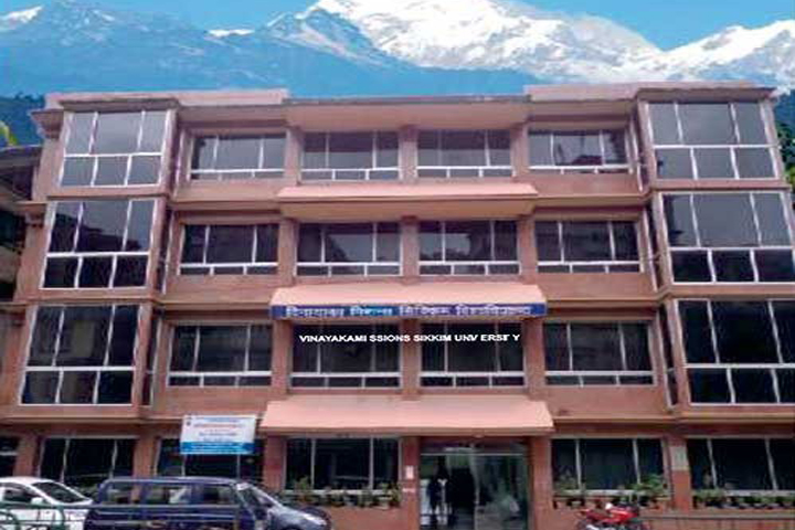 https://cache.careers360.mobi/media/colleges/social-media/media-gallery/1103/2019/7/8/Campus-View of Vinayaka Missions Sikkim University Sikkim_Campus-View.jpg