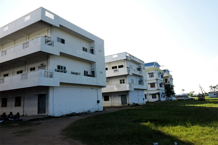 https://cache.careers360.mobi/media/colleges/social-media/media-gallery/11126/2019/3/14/College Building View of Diviseema Polytechnic Krishna_Campus-View.jpg