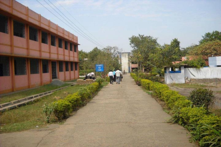 https://cache.careers360.mobi/media/colleges/social-media/media-gallery/11159/2018/9/14/College Building View of Government Polytechnic Adityapur_Campus-View.jpg