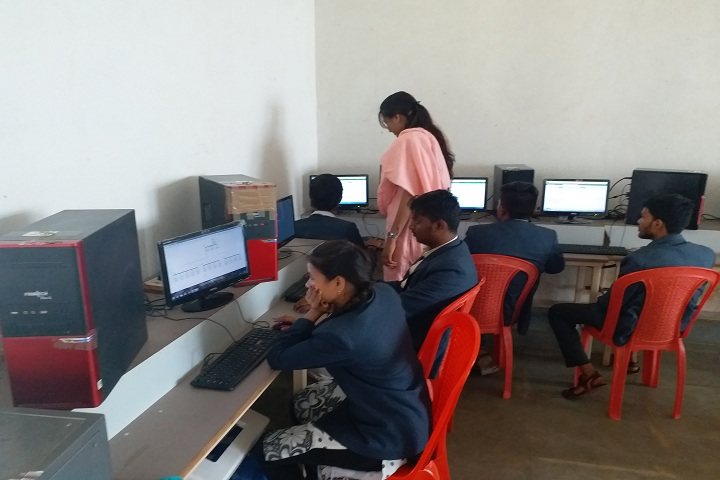 https://cache.careers360.mobi/media/colleges/social-media/media-gallery/11208/2019/2/22/IT Lab of KV Polytechnic Ranebennur_IT-Lab.jpg