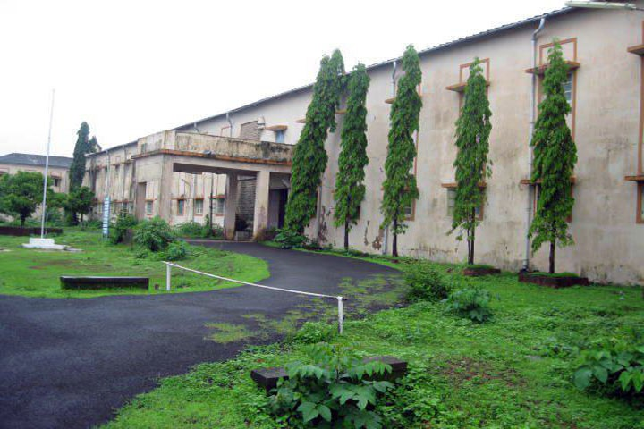 https://cache.careers360.mobi/media/colleges/social-media/media-gallery/11318/2019/2/21/Campus View of Government Polytechnic Ratnagiri_Campus-View.jpg