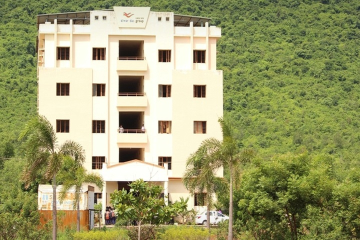 https://cache.careers360.mobi/media/colleges/social-media/media-gallery/11355/2019/2/21/Campus View of Sanketika Polytechnic College Visakhapatnam_Campus-View.jpg