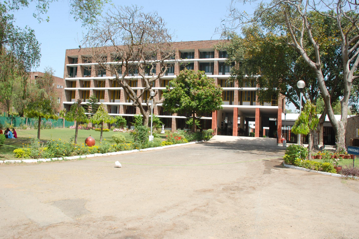 https://cache.careers360.mobi/media/colleges/social-media/media-gallery/11372/2019/3/16/Campus view of Government Polytechnic For Women Chandigarh_Campus-view.png