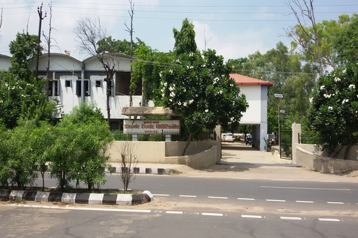 https://cache.careers360.mobi/media/colleges/social-media/media-gallery/11406/2019/3/7/Campus Entrance View of Kilachand Devchand Polytechnic Patan_Campus-View.JPG