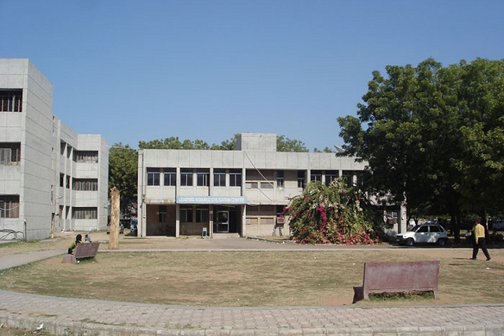 https://cache.careers360.mobi/media/colleges/social-media/media-gallery/11407/2019/3/8/Campus of Government Polytechnic Gandhinagar_Campus-View.jpg