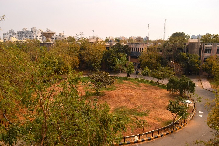 https://cache.careers360.mobi/media/colleges/social-media/media-gallery/11417/2019/3/1/Campus View of RC Technical Institute Ahmedabad_Campus-View.jpg
