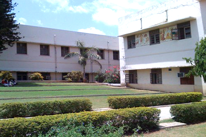 https://cache.careers360.mobi/media/colleges/social-media/media-gallery/11428/2019/3/2/College Building Of Bhailalbhai and Bhikhabhai Institute of Technology Vallabh Vidyanagar_Campus-View.jpg