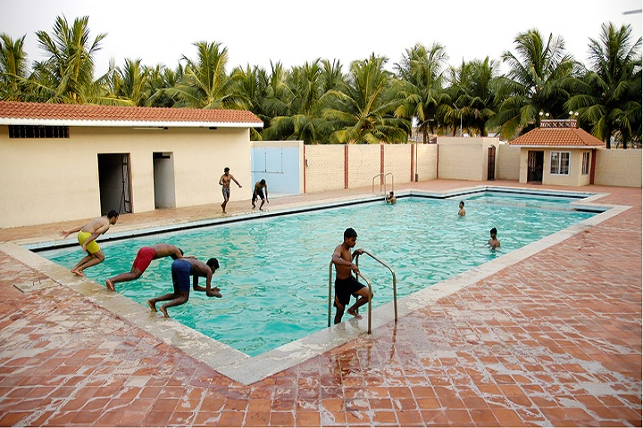 https://cache.careers360.mobi/media/colleges/social-media/media-gallery/11541/2019/3/15/Swimming Pool of KSR Polytechnic College Namakkal_Others.jpg