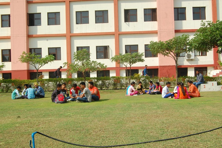 https://cache.careers360.mobi/media/colleges/social-media/media-gallery/11645/2019/3/4/Campus View of Guru Nanak Polytechnic Jalandhar_Campus-View.jpg