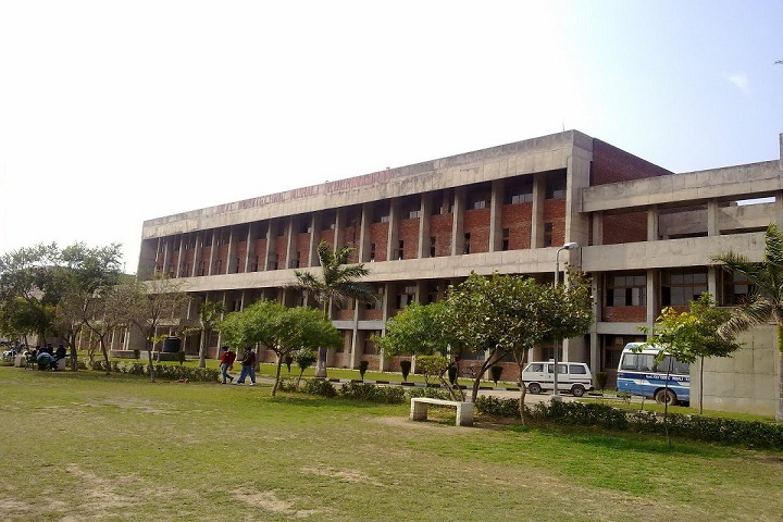 https://cache.careers360.mobi/media/colleges/social-media/media-gallery/11651/2019/3/18/Campus View Of Government Polytechnic College Mohali_Campus-View.jpg