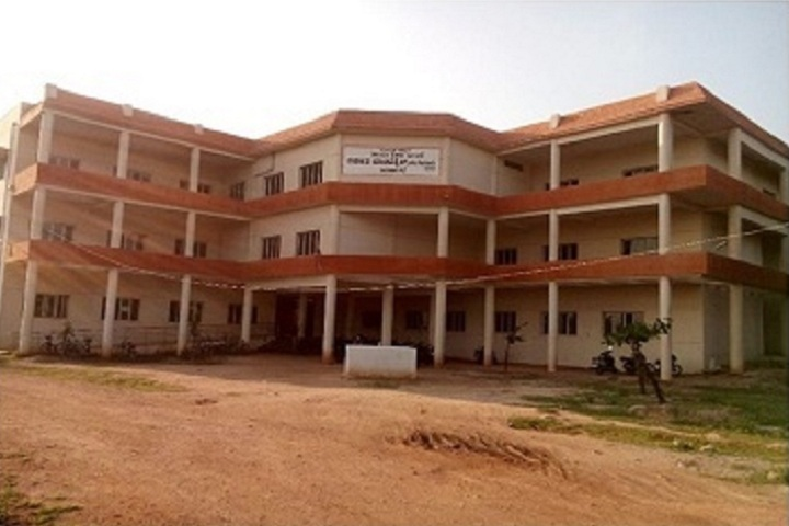 https://cache.careers360.mobi/media/colleges/social-media/media-gallery/11745/2019/3/11/College View of Government Polytechnic Lingasugur_Campus-View.jpg