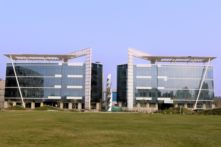 https://cache.careers360.mobi/media/colleges/social-media/media-gallery/1191/2018/12/21/Campus View Building of Great Lakes Institute of Management Gurgaon_Campus-View.jpg