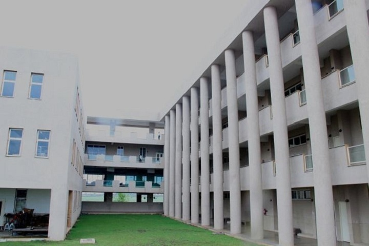 https://cache.careers360.mobi/media/colleges/social-media/media-gallery/11933/2019/1/12/Campus view of VDF School of Polytechnic Latur_Campus-view.JPG
