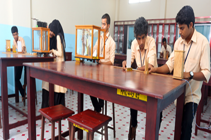 https://cache.careers360.mobi/media/colleges/social-media/media-gallery/11971/2019/1/5/Physics Lab of Madin Polytechnic College Malappuram_Laboratory.png