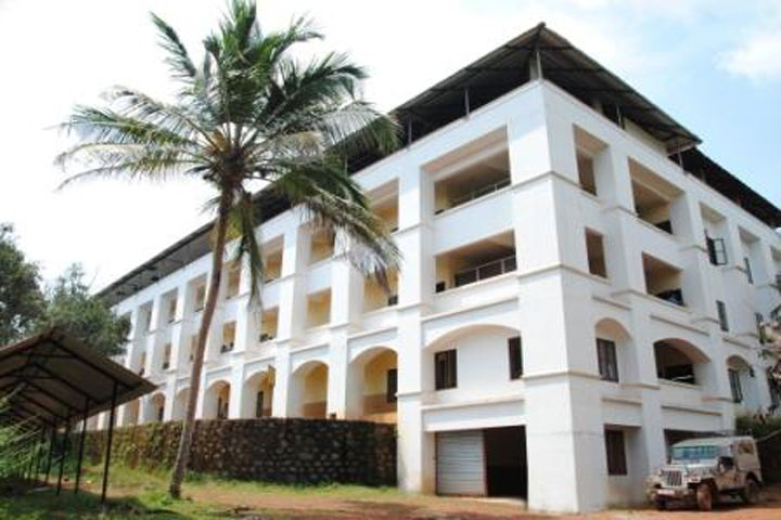 https://cache.careers360.mobi/media/colleges/social-media/media-gallery/11987/2018/9/26/Campus View of KMCT Polytechnic College Kozhikode_Campus-View.jpg