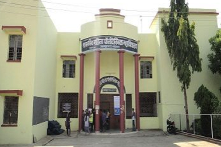 https://cache.careers360.mobi/media/colleges/social-media/media-gallery/11995/2019/4/2/Campus View of Government Womens Polytechnic College Jabalpur_Campus-View.png