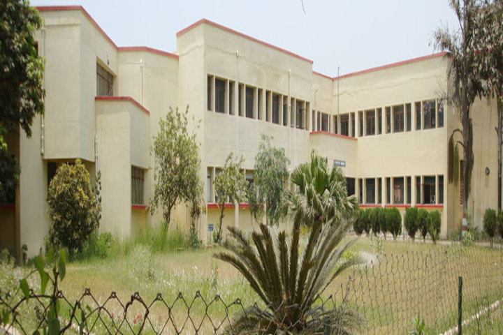 https://cache.careers360.mobi/media/colleges/social-media/media-gallery/12011/2019/2/28/Side view of Government Girls Polytechnic Lucknow_Campus-view.jpg