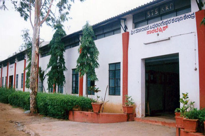https://cache.careers360.mobi/media/colleges/social-media/media-gallery/12248/2018/10/2/College Building View of Shree Tontada Siddhalingeshwara Kalyana Kendra_Campus-View.jpg