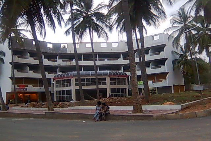 https://cache.careers360.mobi/media/colleges/social-media/media-gallery/12413/2018/12/20/College Campus of Padmashree Institute of Physiotherapy Banglore_Campus-View.jpg