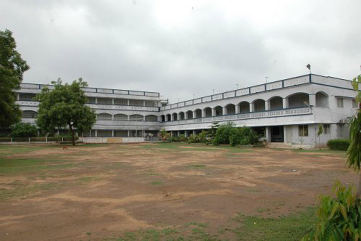 https://cache.careers360.mobi/media/colleges/social-media/media-gallery/12709/2018/12/12/Campus View of Chitrini Nursing College for Women, Sabarkantha_Campus View.jpg