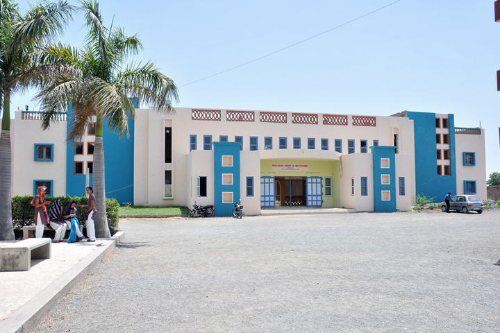 https://cache.careers360.mobi/media/colleges/social-media/media-gallery/12712/2018/12/26/Campus View of Murlidhar Nursing Institute, Rajkot_Campus View.jpg