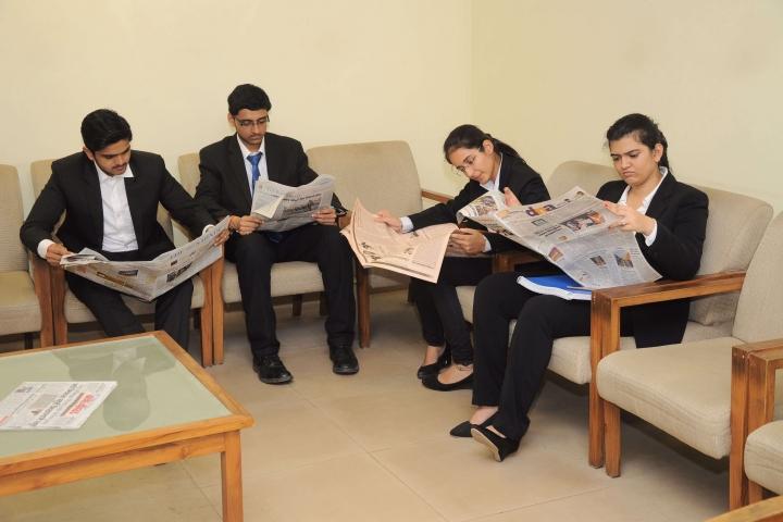 https://cache.careers360.mobi/media/colleges/social-media/media-gallery/1294/2017/10/6/Maharashtra-National-Law-University-Mumbai8.jpg