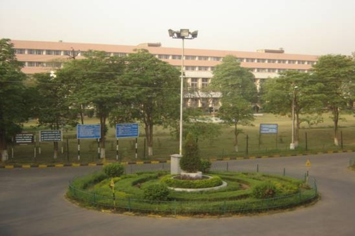 https://cache.careers360.mobi/media/colleges/social-media/media-gallery/1296/2019/7/16/Campus-View of Pandit Bhagwat Dayal Sharma University of Health Sciences Rohtak_Campus-View.jpg