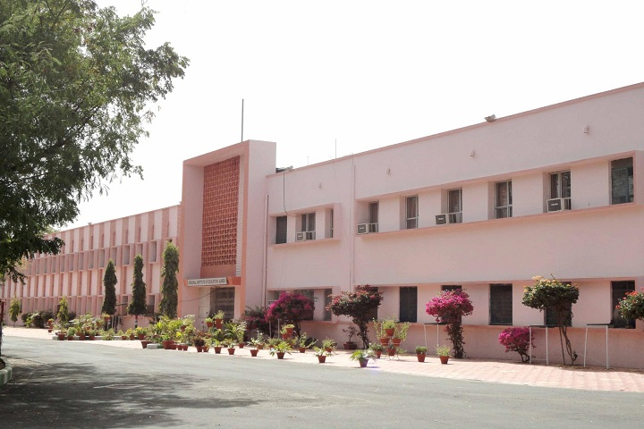 https://cache.careers360.mobi/media/colleges/social-media/media-gallery/13095/2019/2/26/Campus View of Regional Institute of Education Ajmer_Campus-View.jpg