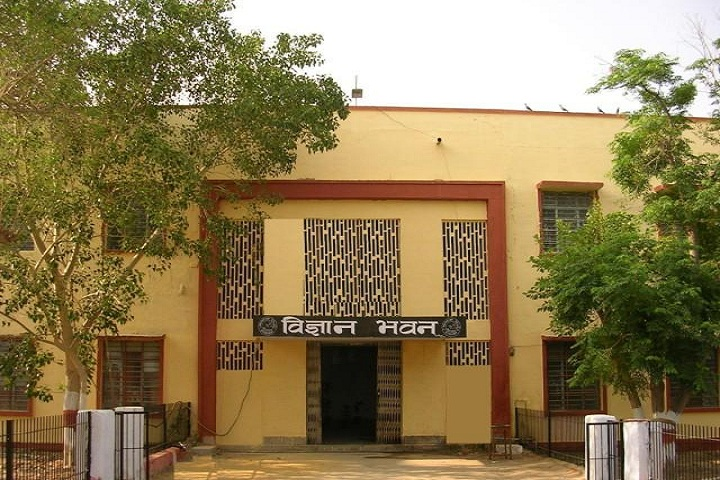 https://cache.careers360.mobi/media/colleges/social-media/media-gallery/1316/2018/12/14/Front View of Government Dungar College Bikaner_Campus-View.jpg