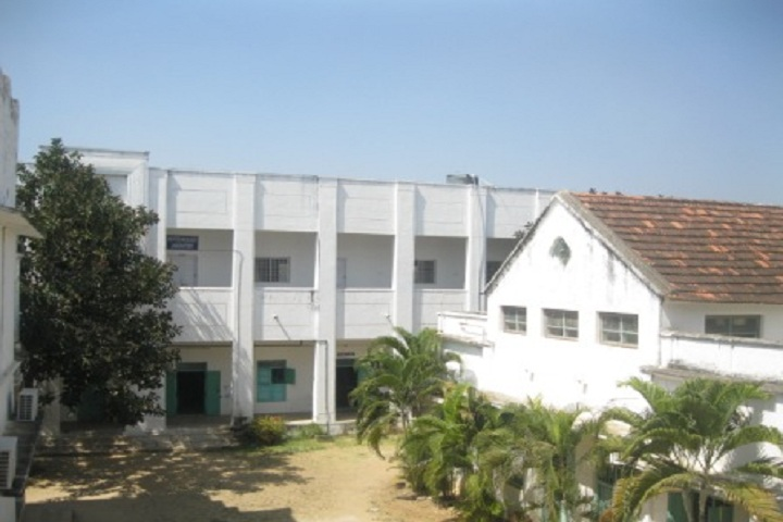 https://cache.careers360.mobi/media/colleges/social-media/media-gallery/13272/2019/5/4/College Building of Islamiah College Vaniyambadi_Campus-View.JPG